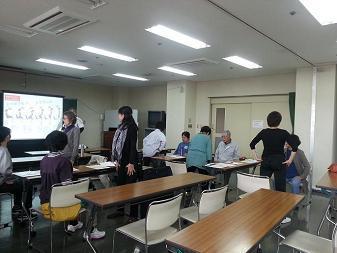 27大分生活支援ボランティア室内での運動平松1.jpg
