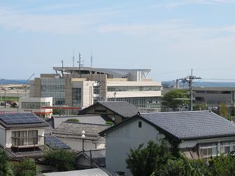 27新地小学校から役場.jpg