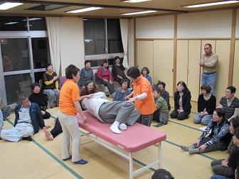 27生活支援ボランティア講座佐賀関身体起こし方.jpg