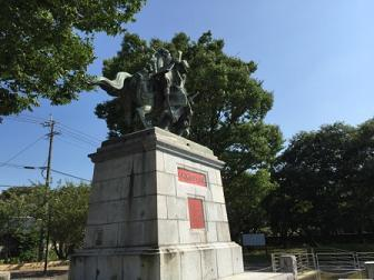 27菊池武光公銅像.jpg