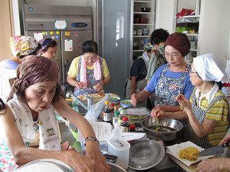 27高齢者向け調理実習と食事介助(料理教室)1.jpg