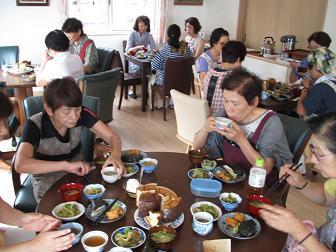27高齢者向け調理実習と食事介助(料理教室)3.jpg