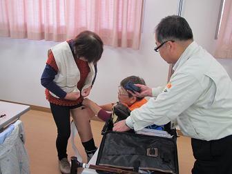 27高齢者疑似体験介護福祉梶原・玖珠町.jpg
