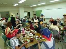 28フードバンクキッチン食事会.jpg