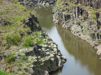28魚住の滝.jpg